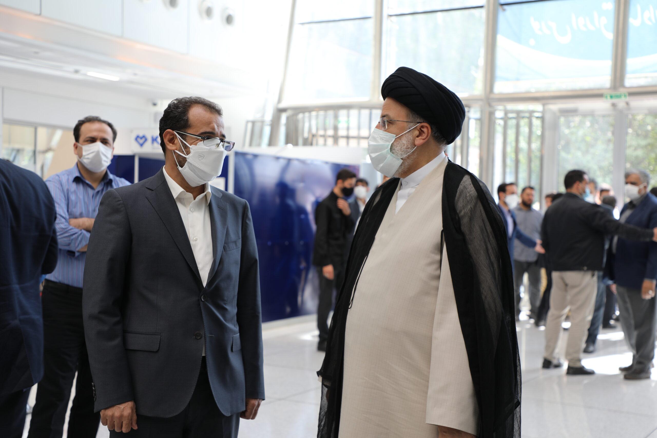 حضور صمیمانه آیتالله رئیسی در بورس اوراق بهادار تهران