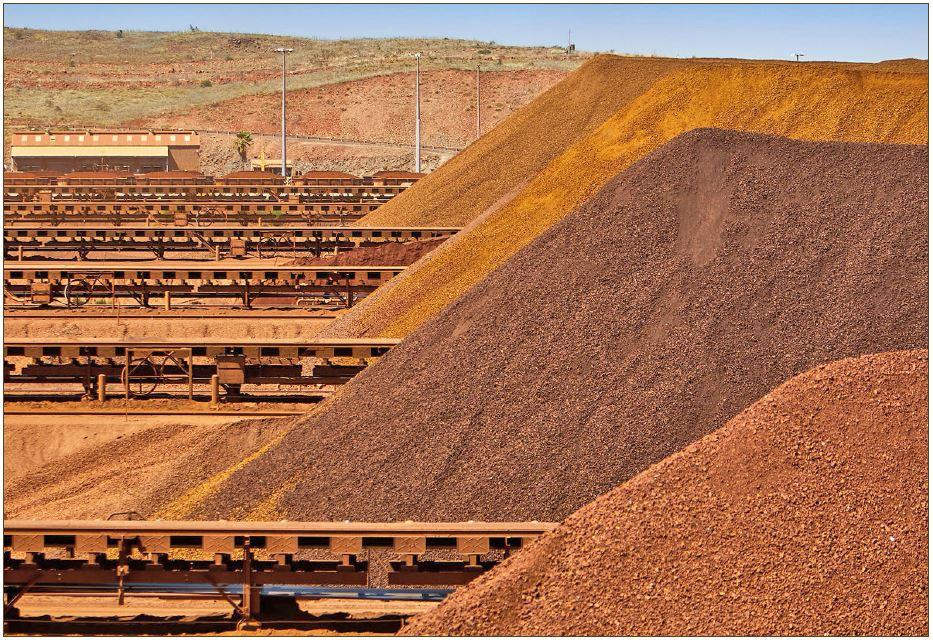 بررسی صنعت سنگ آهن