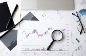 عکس فحه اول گذری بر مرزهای علم مالی